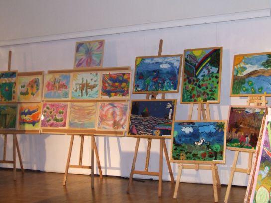 Aukcja niezwykłych obrazów dzieci w