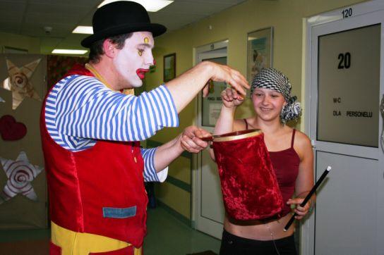 Terapia poprzez śmiech z z Klaunem Kluseczką w IMiD