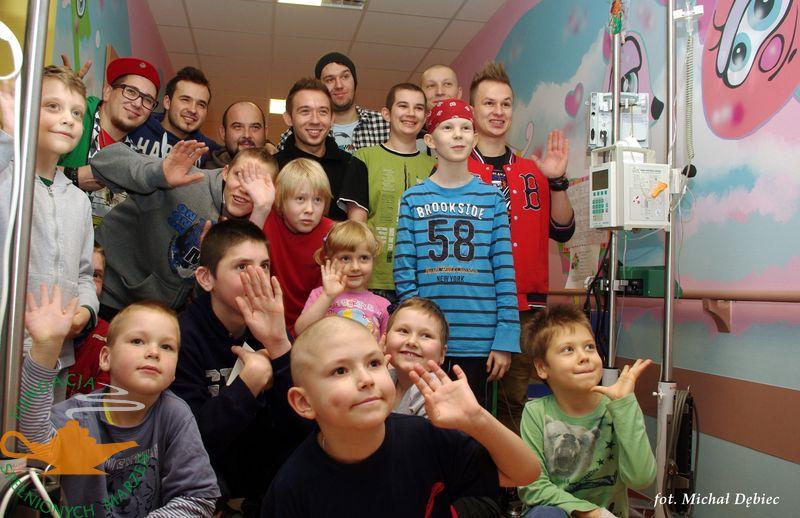 Koncert zespołu ENEJ na oddziale onkologii w Olsztynie